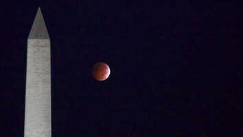 Time-Lapse: Blood Moon Over the National Mall