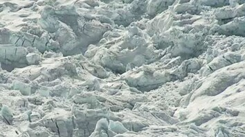 04/21/2009: Icefall Collapse