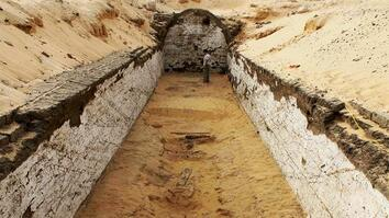 Boat Burial Discovered at Egyptian Tomb
