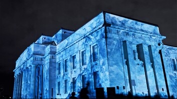 Watch This Guy Transform Huge Buildings Into Icebergs