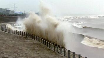 See How the Moon Causes Huge Waves on this River