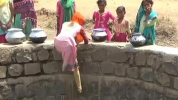 Children in India Climb 40 Foot Well During Water Shortage