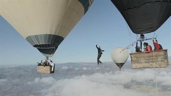World's Scariest Tightrope Walk? Between Two Hot Air Balloons