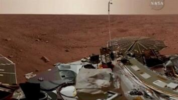 Snow Falls on Mars