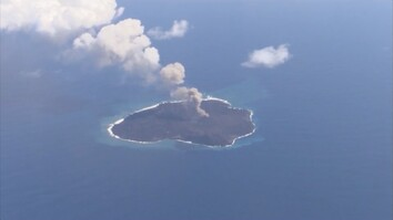Dramatic Video: Japanese Volcano Still Creating a New Island