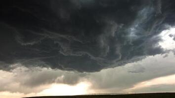 "Time-Lapse: Mesmerizing ""Stormscapes"" Dominate Skies"