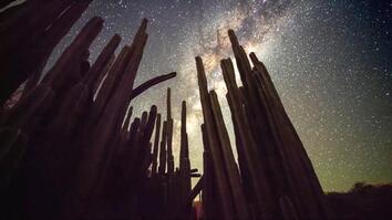 Spellbinding Time-Lapses of an African Desert